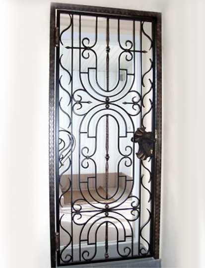 кованые решетки на двери входные