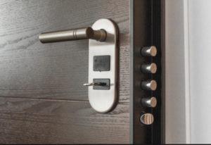 Защищаем входную дверь от взлома